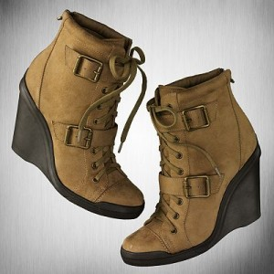 f68e23165404 FPD Wants  Simply Vera Vera Wang Ananke Wedge Ankle Boots