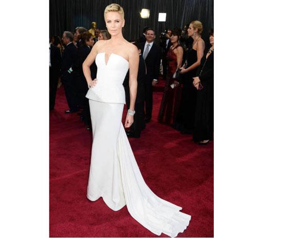 Charlize-Theron-Oscars-2013