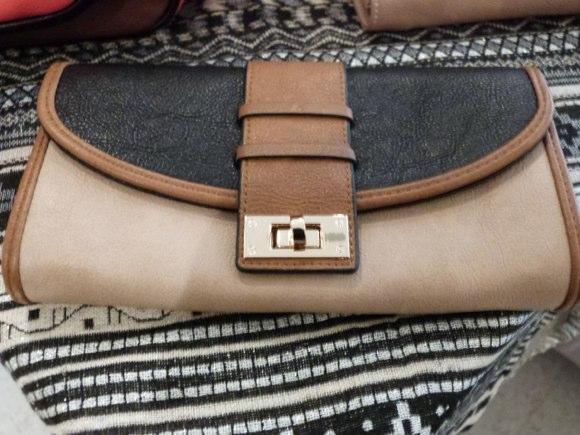 accesorize wallet