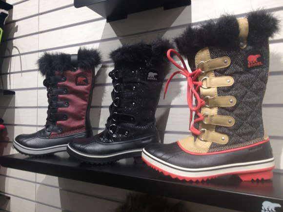 sorel fur snowboot