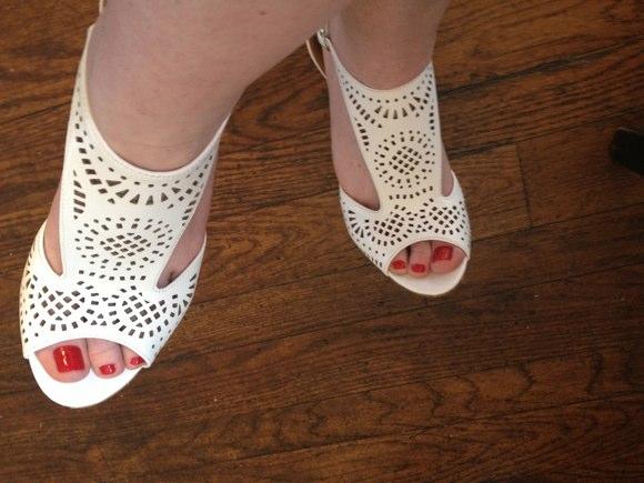 white-shoes-shoedazzle